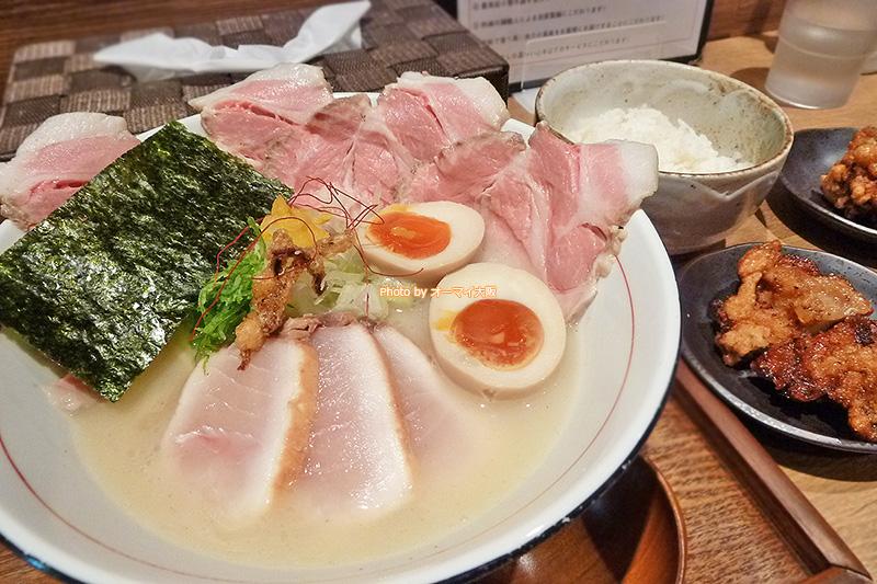 絶大な人気を誇るラーメン「麺と心7」はアイディアメニューが豊富です。