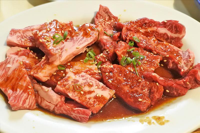 古き良き焼肉店「さつま」のハラミはサシが入っていて、脂のうま味を感じます。