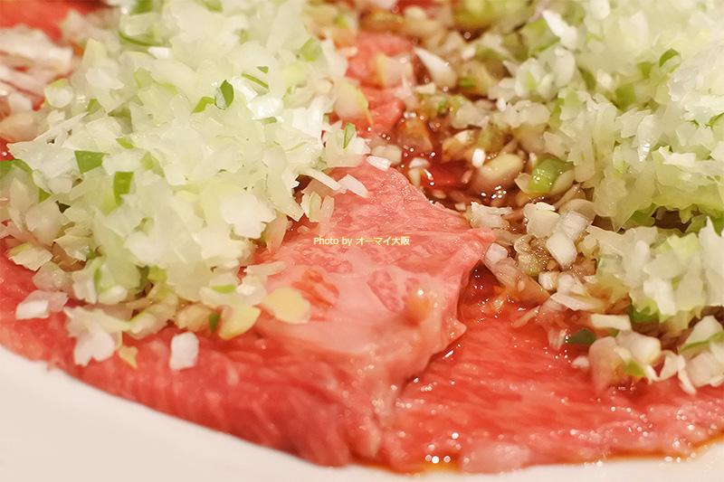 予約して食べたい「幻カルピ」。焼肉「万両 南森町店」を支える人気メニューです。
