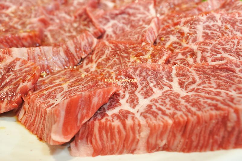 焼肉「たきもと」は一人前だけでなく、ハーフサイズもあります。たくさんちょっとずつ食べたい焼肉ファンに人気です。