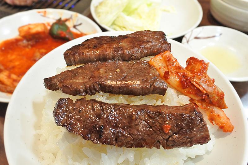 極上のハラミをライスに乗せて食べる瞬間が大好き。焼肉「たきもと」の計算された厚みのあるハラミはライスとよく合います。
