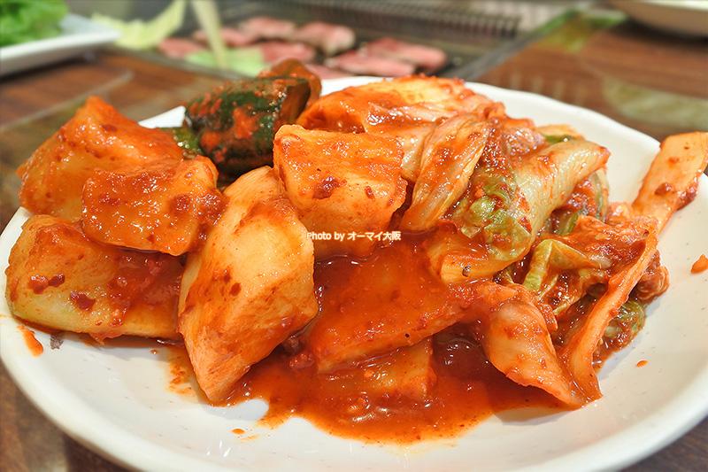 焼肉の名店「たきもと」はキムチの盛り合わせもおいしいです。