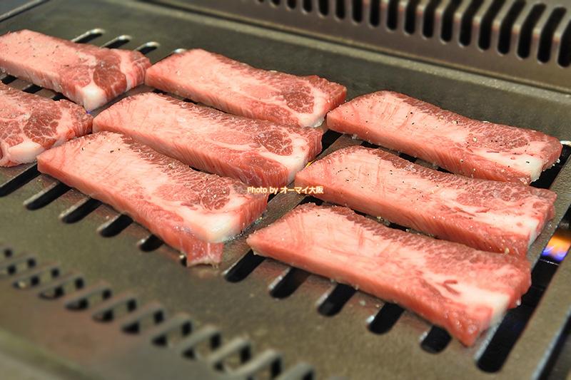 肉の厚みにこだわる「たきもと」。精肉店だからこそ焼肉をおいしく食べさせるこだわりがすごいです。