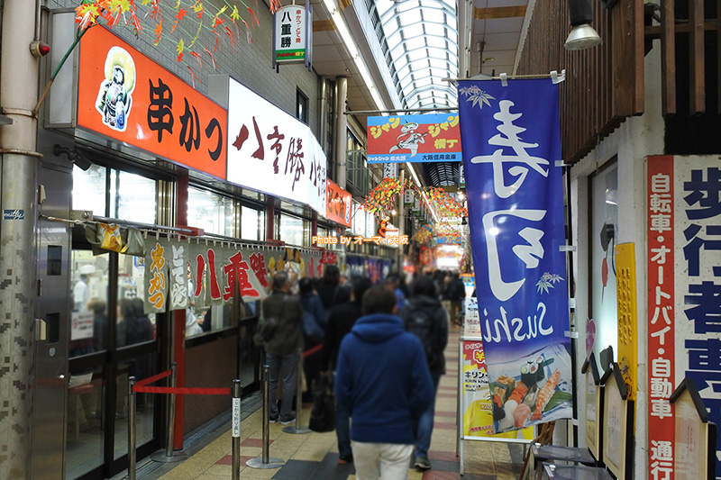 串カツの人気店「八重勝(やえかつ)」の外観です。