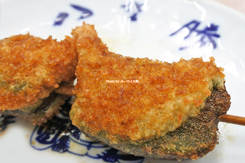 串カツの名店「八重勝」が誇る生麩の串揚げは食感が最高です。