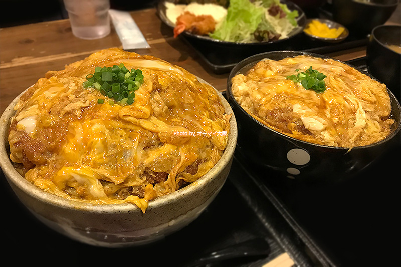 食べられるかな?「ポミエ」のカツ丼の大盛りと並盛りの比較です。