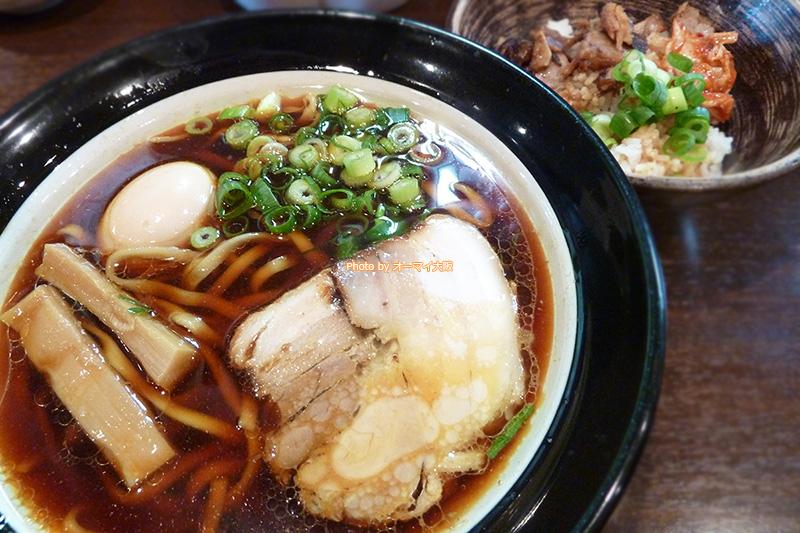 醤油にこだわった「金久右衛門(きんぐえもん)本店」の大阪ブラックと豚丼です。