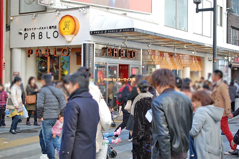 たくさんの観光客が訪れる「パブロ 心斎橋本店」の外観です。