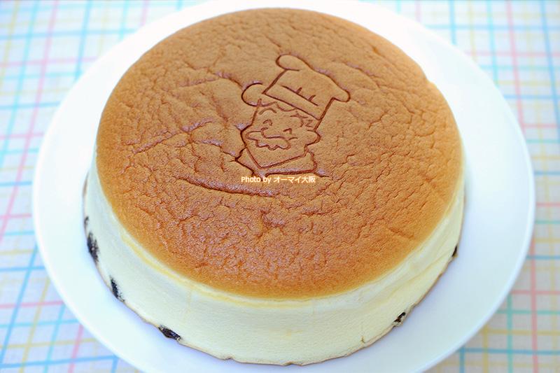 超人気店「りくろーおじさん」のチーズケーキはめっちゃフワフワです。
