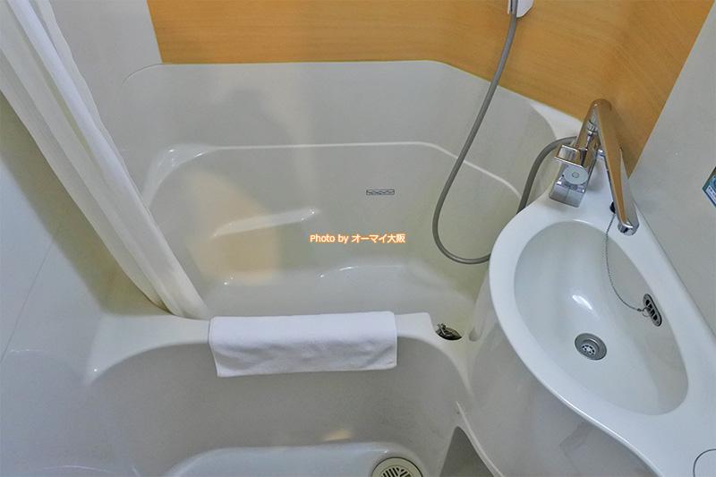 リニューアルしたばかりの「スーパーホテル梅田肥後橋」のバスルームです。