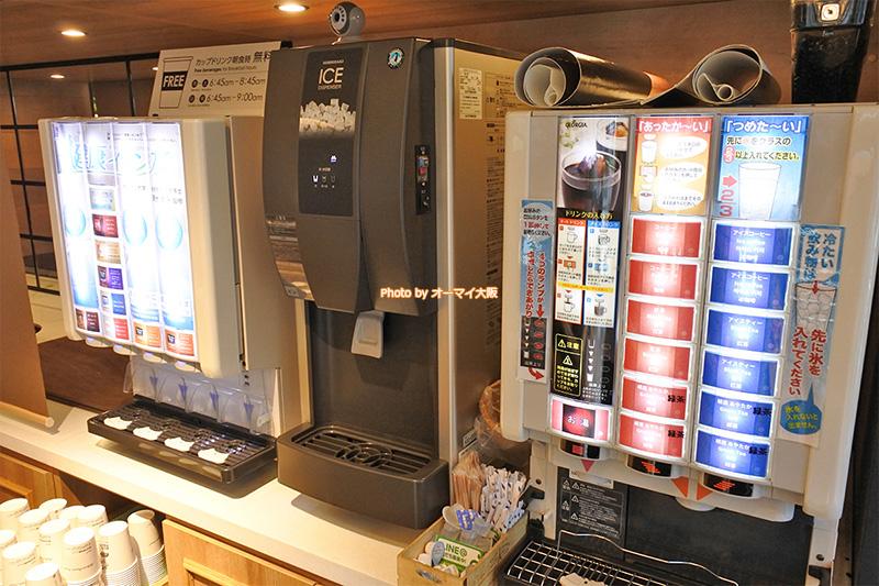 ビジネスホテル「スーパーホテル梅田肥後橋」のレストランはドリンクバーが完備されています。