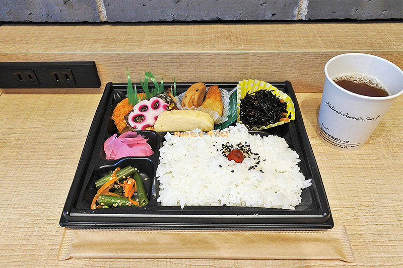 和食の弁当は品数が多く、おいしかったです。
