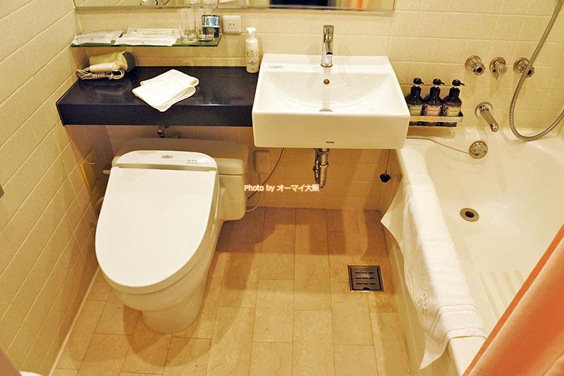 ウエストウイングのシングルルームはシンプルな客室設備とアメニティで宿泊しやすいリーズナブルな料金をキープしています。