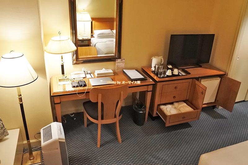 スーペリアフロアのダブルルームは、ウエストウイングのシングルルームと比較して、上質な客室設備とアメニティがそろっています。