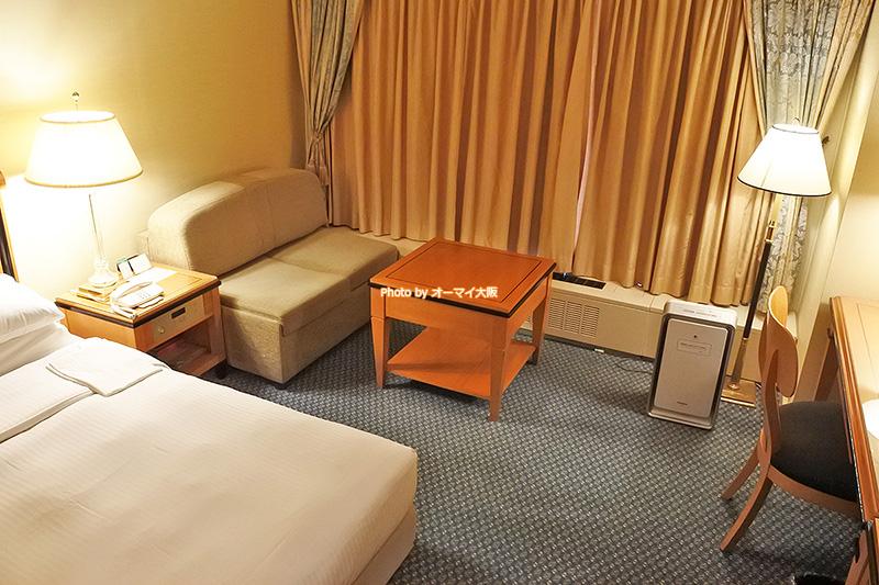 客室の設備やアメニティがきちんとそろっている「リーガロイヤルホテル大阪」のスーペリアフロアのダブルルームです。