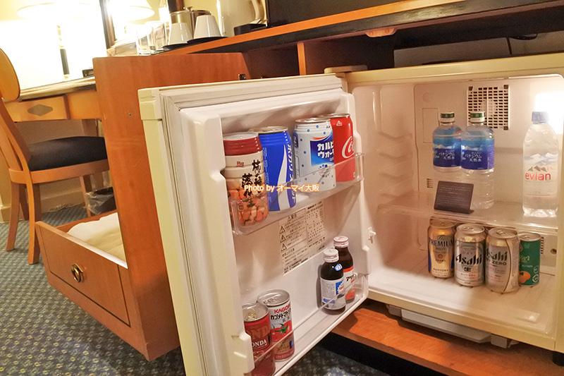 人気ホテル「リーガロイヤルホテル大阪」の冷蔵庫は普通サイズです。