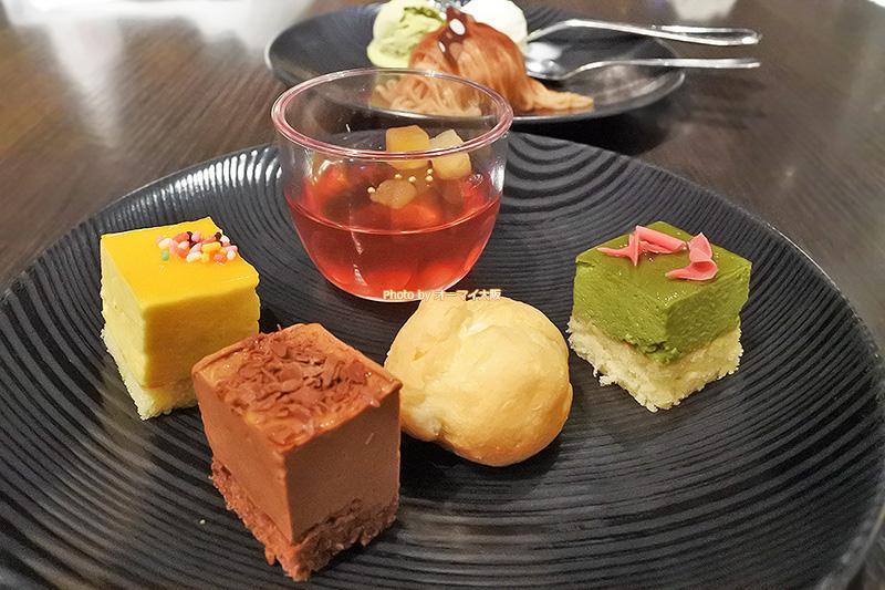 小さなサイズのケーキがうれしい「リーガロイヤルホテル大阪」の夕食ビュッフェです。