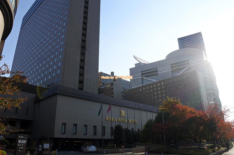 大阪を代表する人気のホテル「リーガロイヤルホテル大阪」の外観です。
