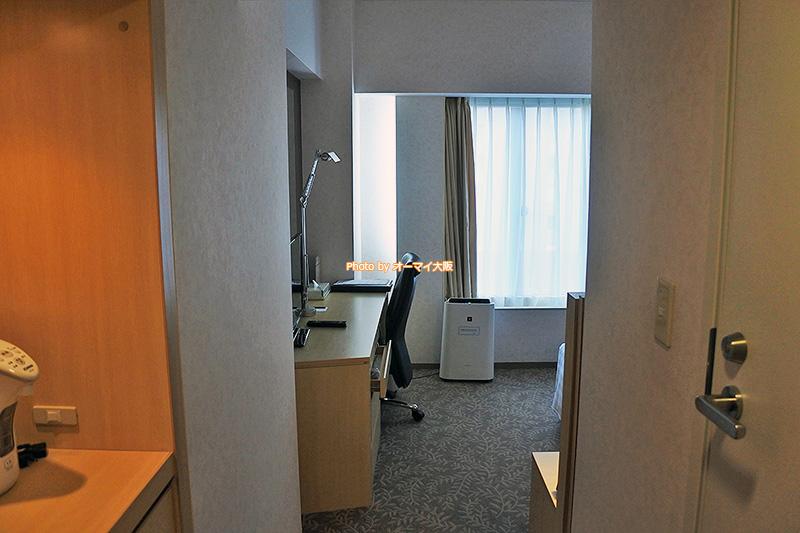 80年以上の歴史を誇る「リーガロイヤルホテル大阪」のウエストウイングのシングルルームです。