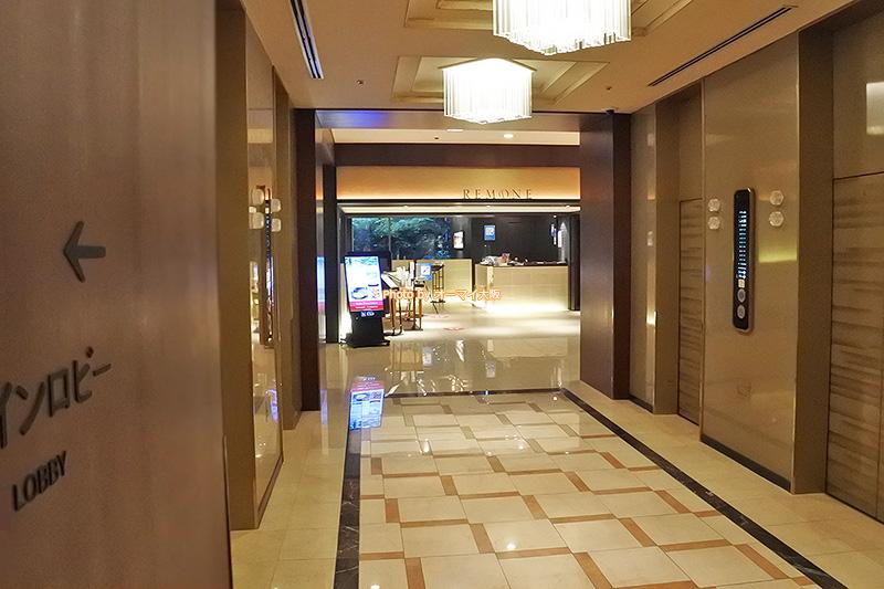 レストラン「リモネ」はエレベーターを降りてすぐのところにあります。