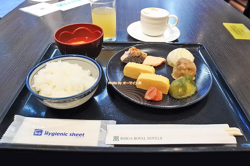 ホテルメイドの和食はシンプルで日本人の和食という感じです。