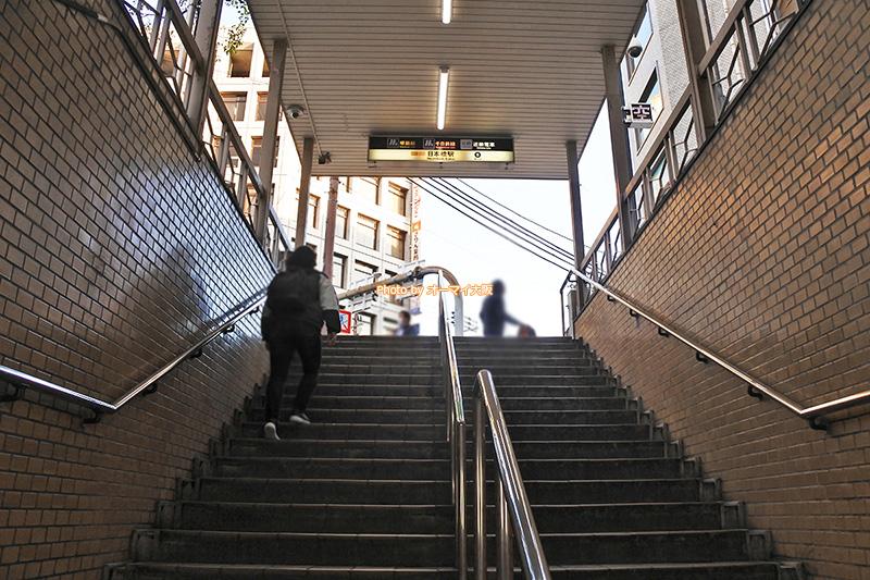 大阪メトロの日本橋駅からビジネスホテル「スーパーホテルなんば日本橋」は歩いて3分で到着します。