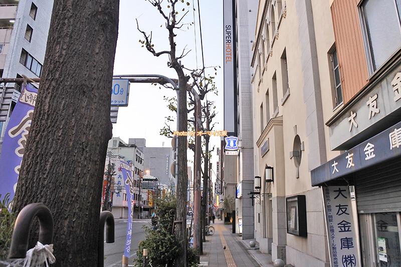 ビジネスホテル「スーパーホテルなんば日本橋」は大阪メトロの日本橋駅から一本道です。
