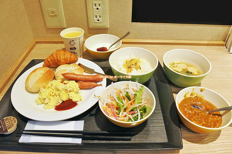 和食と洋食とサラダのバランスがすばらしい「スーパーホテルなんば日本橋」の食べ放題の朝食バイキングです。