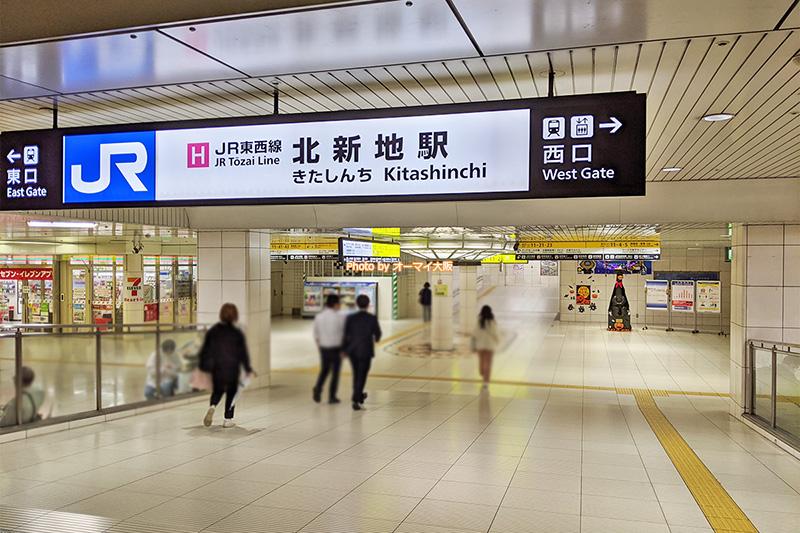 地下街を進むと、JR北新地駅が見えてきます。半分以上進みました。