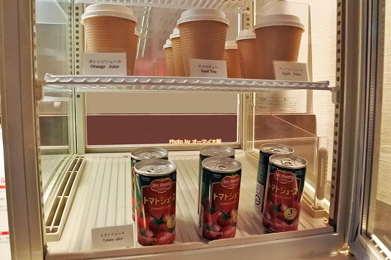 専用ラウンジの朝食のドリンクは、トマトジュースやオレンジジュース、アップルジュースがおすすめです。