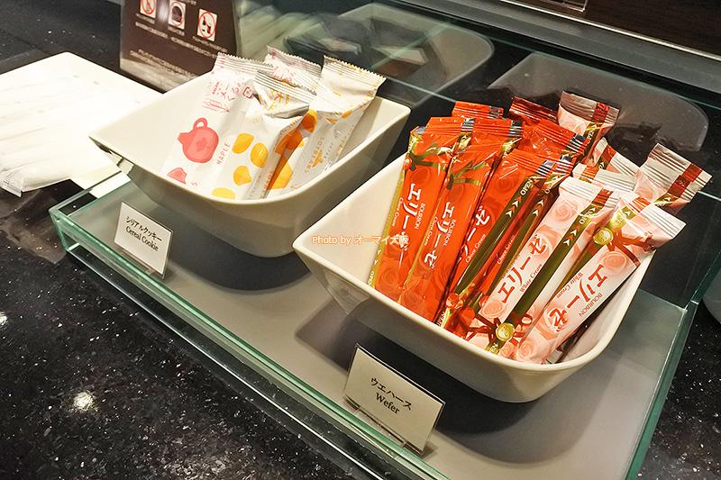 専用ラウンジのモーニングタイムには、健康派にうれしいシリアルが提供されていました。