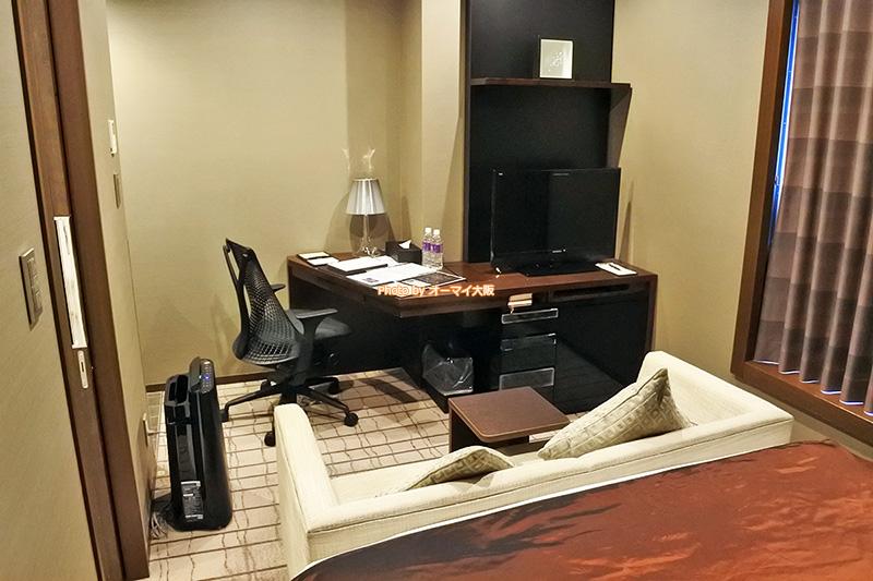 デスク周りが最高に使いやすい「ホテルグランヴィア大阪」のプラシードダブルです。