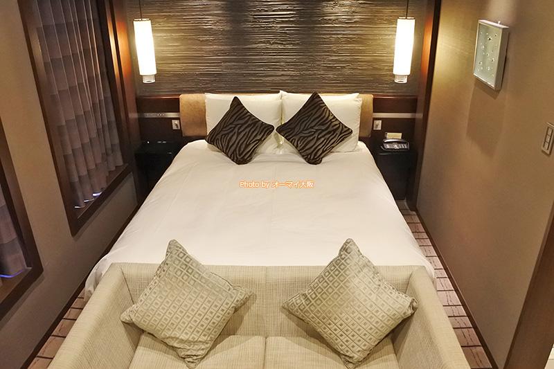プラシードダブルのベッドは、シーリーのクイーンサイズのベッドです。