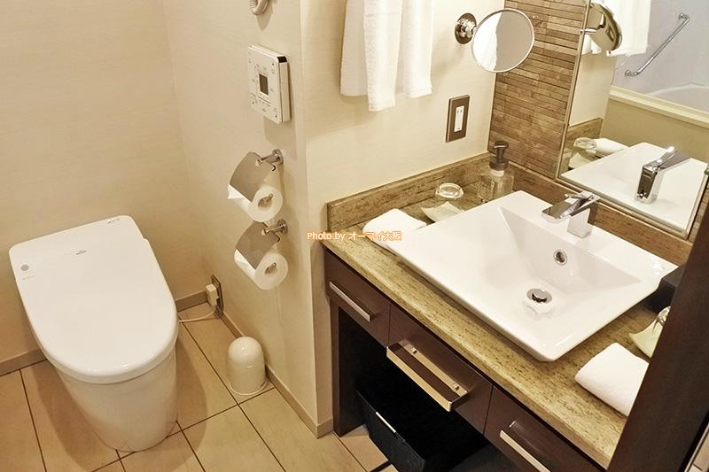 落ち着いた洗面とトイレは最上階のグランヴィアフロアにふさわしいデザインです。