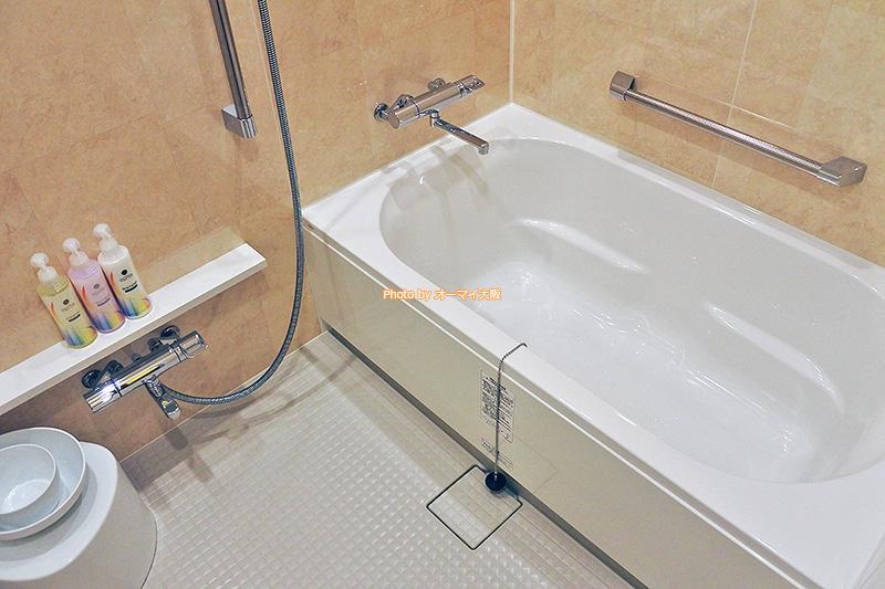 バスタブが広いので、ゆっくりと風呂でくつろぐことができます。