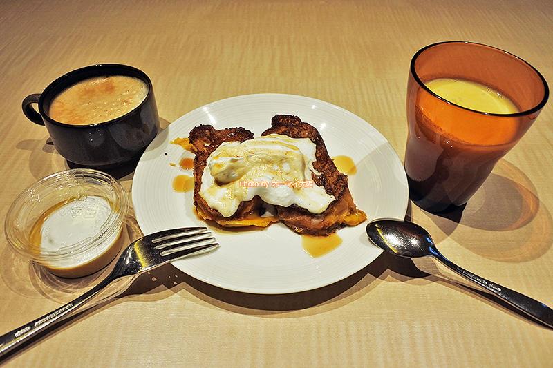 フレンチトーストとミックスジュースも「ホテルユニバーサルポートヴィータ」の朝食ブッフェの人気メニューです。