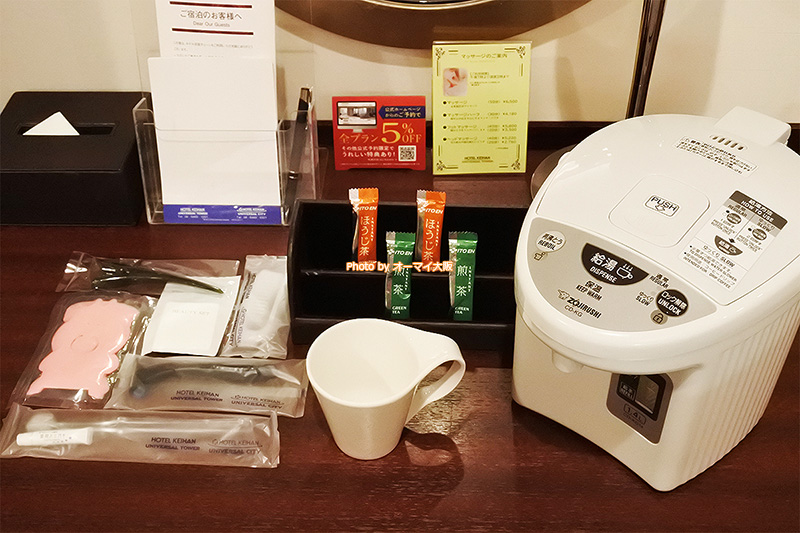 USJオフィシャルホテル「ホテル京阪ユニバーサルタワー」のドリンクセットとアメニティです。