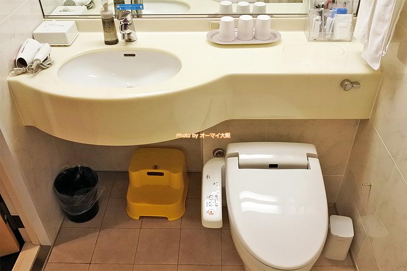 バスルームは洗い場のないユニットバスです。
