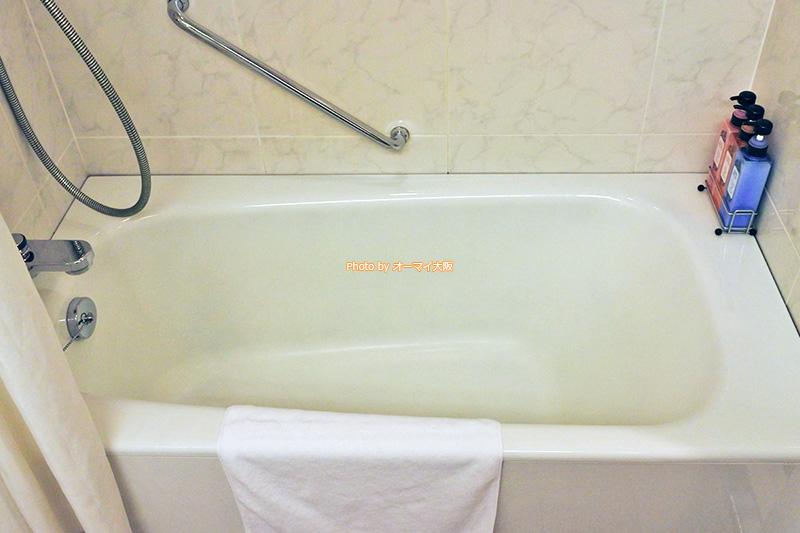 バスタブは深くて入浴しやすいです。