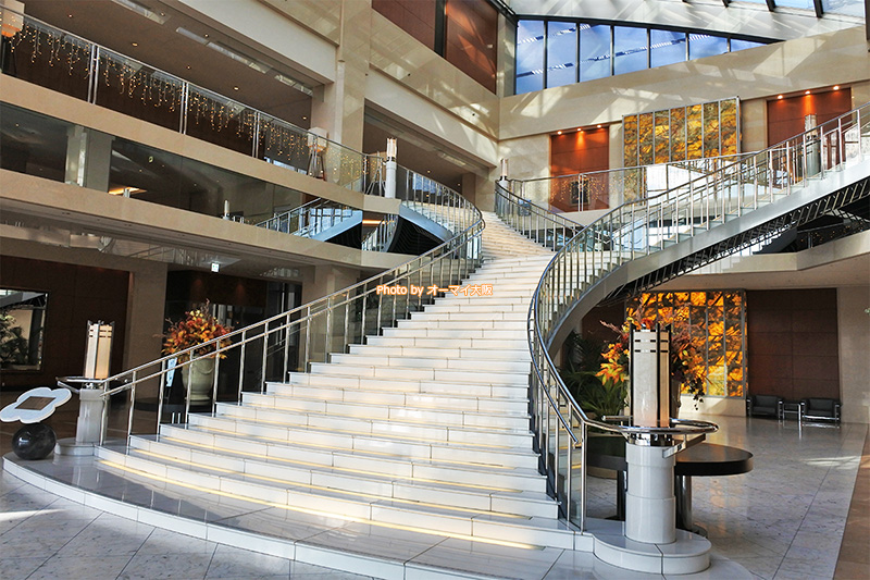 USJパートナーホテル「ホテル京阪ユニバーサルタワー」の美しい階段です。