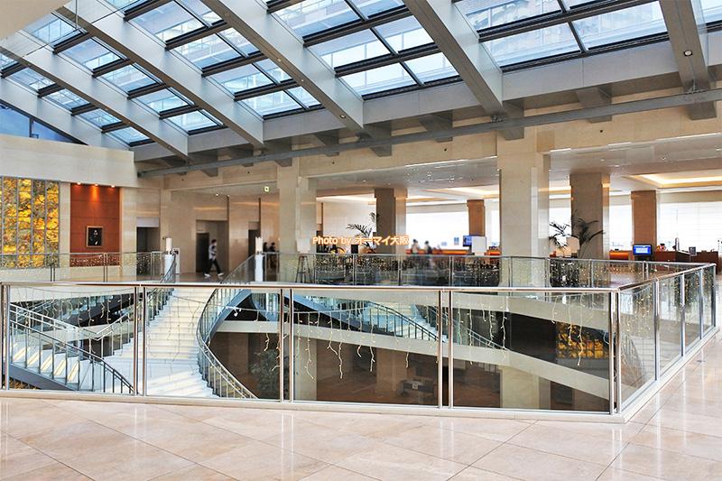 USJオフィシャルホテル「ホテル京阪ユニバーサルタワー」のフロントは4階にあります。
