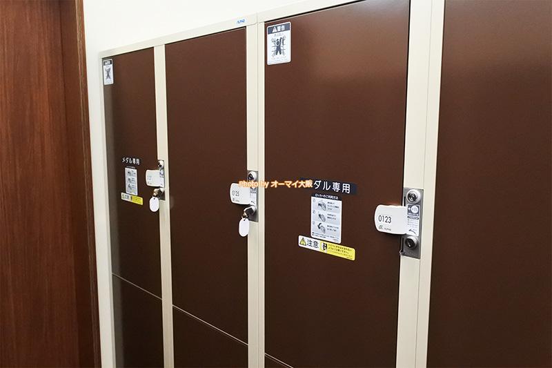 宿泊者専用の無料コインロッカーなので、宿泊しない場合は無料では使えません。