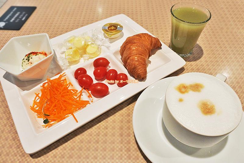 朝食ブッフェはあっさりしたメニューが並びます。