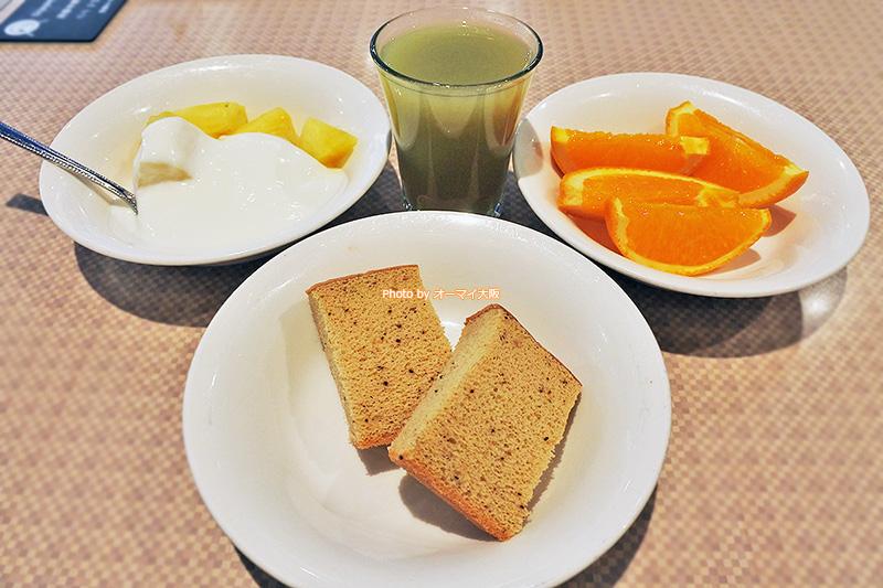 朝食ブッフェはスイーツやフルーツも食べ放題です。