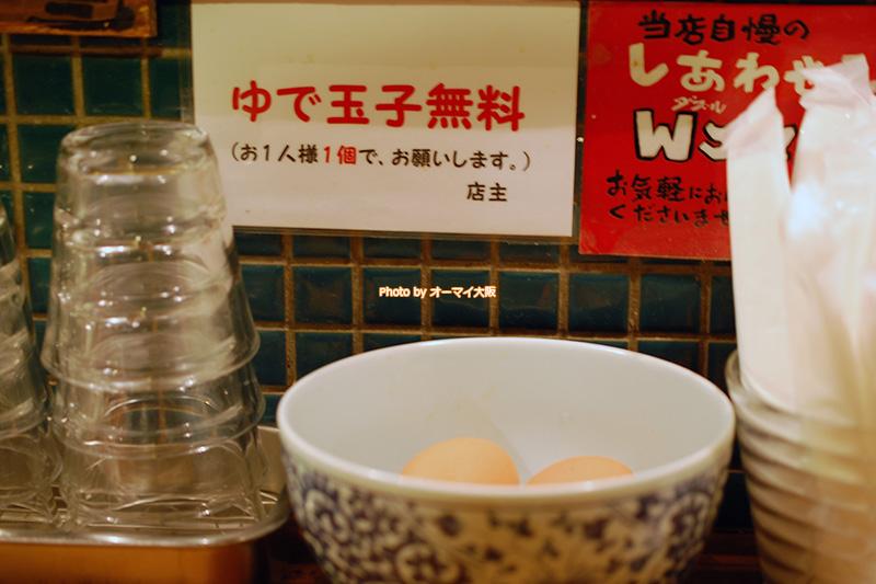 ラーメン「花丸軒(はなまるけん)難波法善寺店」は無料のランチサービスが充実しています。