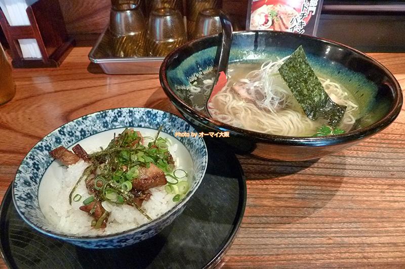 塩ラーメンの人気店「龍旗信RIZE(りゅうきしんライズ)大阪なんば店」でランチ。はじめて「龍旗信RIZE」でランチを食べるので、テンションがめっちゃ上がります。