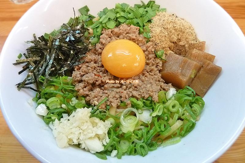 話題沸騰「麺屋ガテン」の台湾まぜそばです。