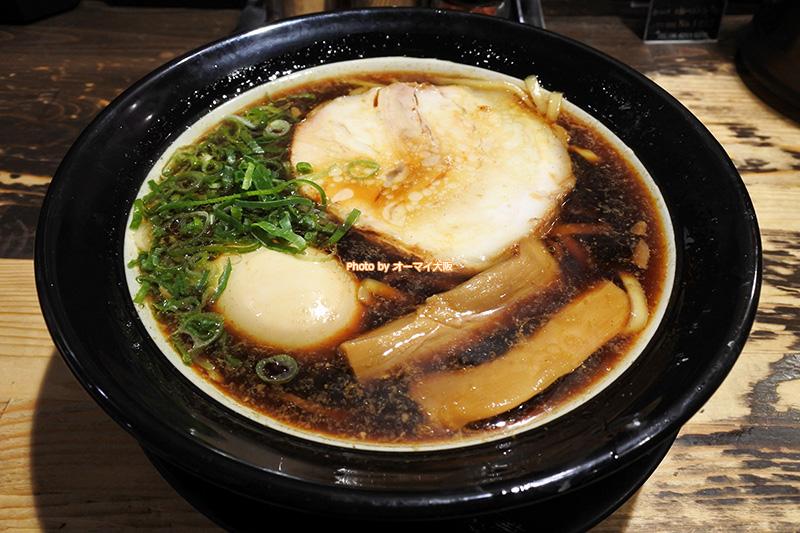 道頓堀店で味わう「金久右衛門(きんぐえもん)」の看板メニュー「大阪ブラック」です。