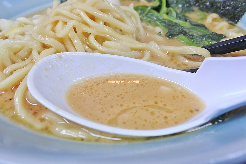 豚骨味噌ラーメンのスープはまろやかな白みそが使われています。