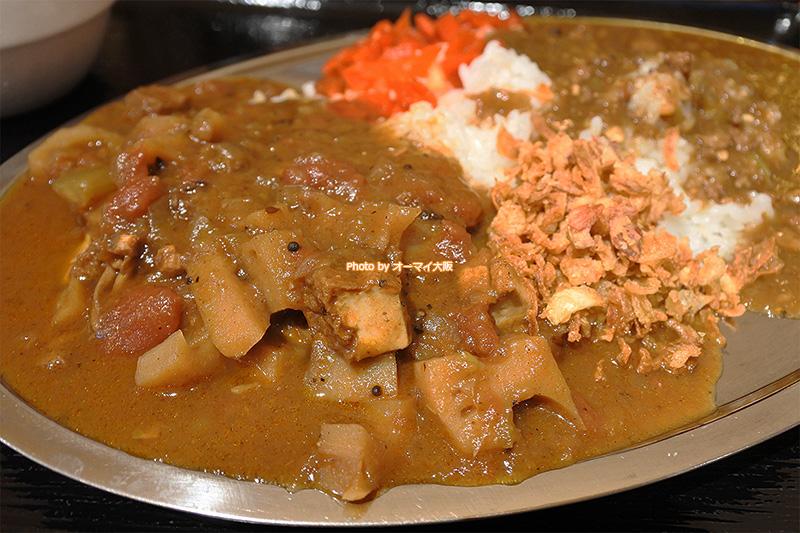 カレー食堂「マッハ」のアサリとレンコンのカレーです。